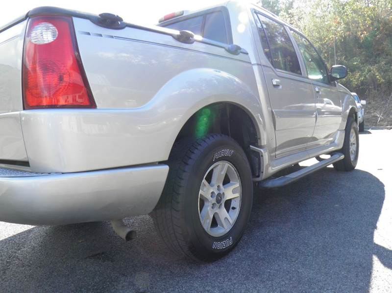 2005 Ford Explorer Sport Trac XLT 4dr 4WD Crew Cab SB - Riverton WV