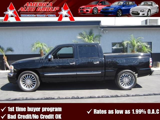 2006 GMC SIERRA 1500 SL onyx black fully loaded crew cab sierra with all the factory options from