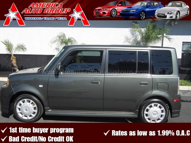 2006 SCION XB gray heres the perfect commuter vehicle fully loaded with all the power options