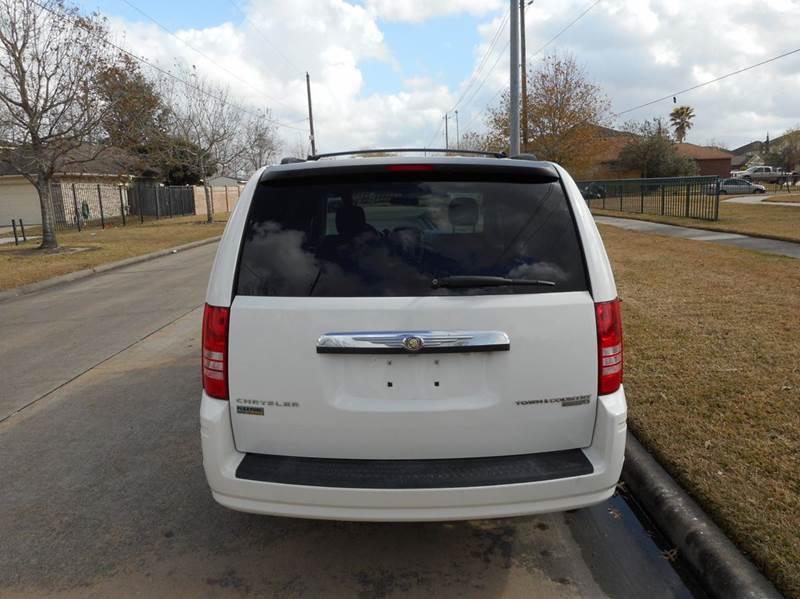 2010 Chrysler Town and Country LX 4dr Mini-Van - Houston TX