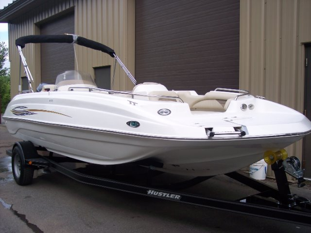 2011 Nautic Star 205