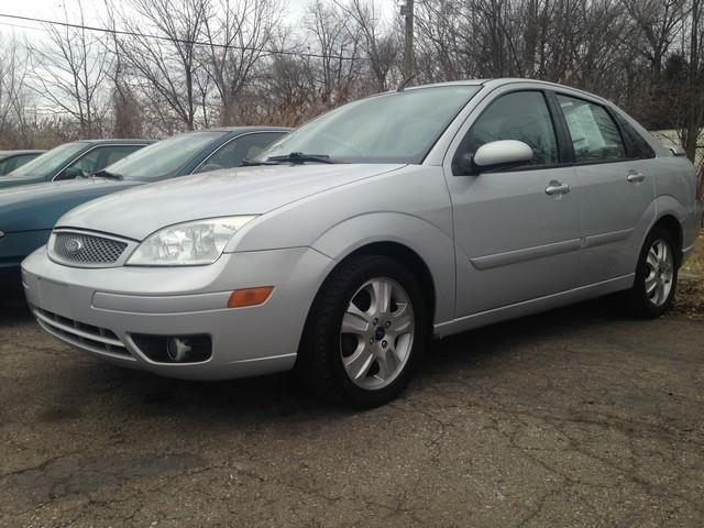 2005 ford focus zx4 st 4dr sedan in taylor mi paramount. Black Bedroom Furniture Sets. Home Design Ideas