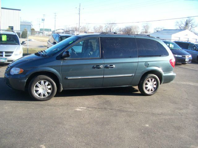 2006 Chrysler Town and Country for sale in Sauk Rapids MN