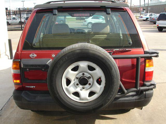 1997 nissan pathfinder se tire size