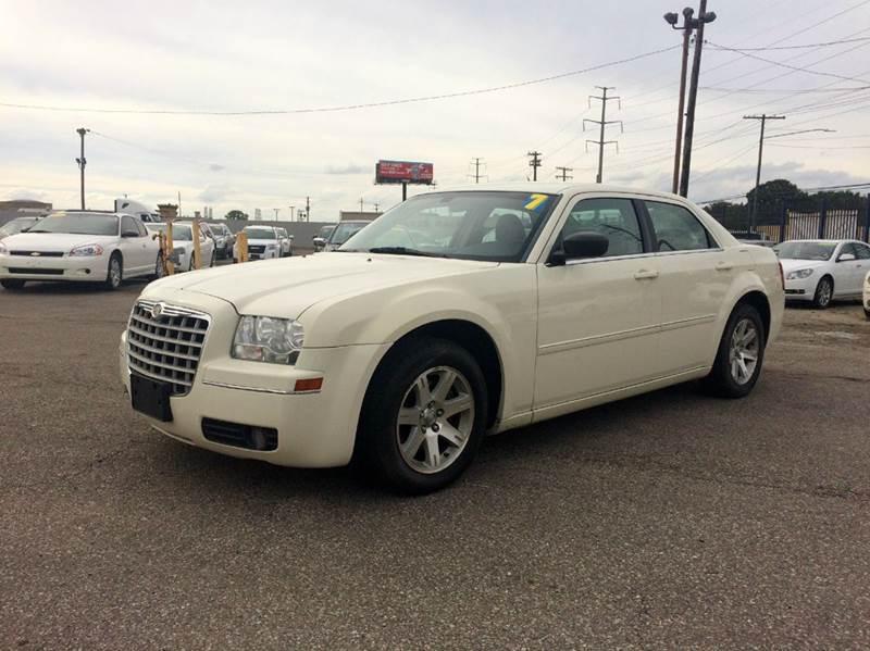 2007 Chrysler 300  Miles 113527Color White Stock 457F VIN 2C3KA53G97H835164
