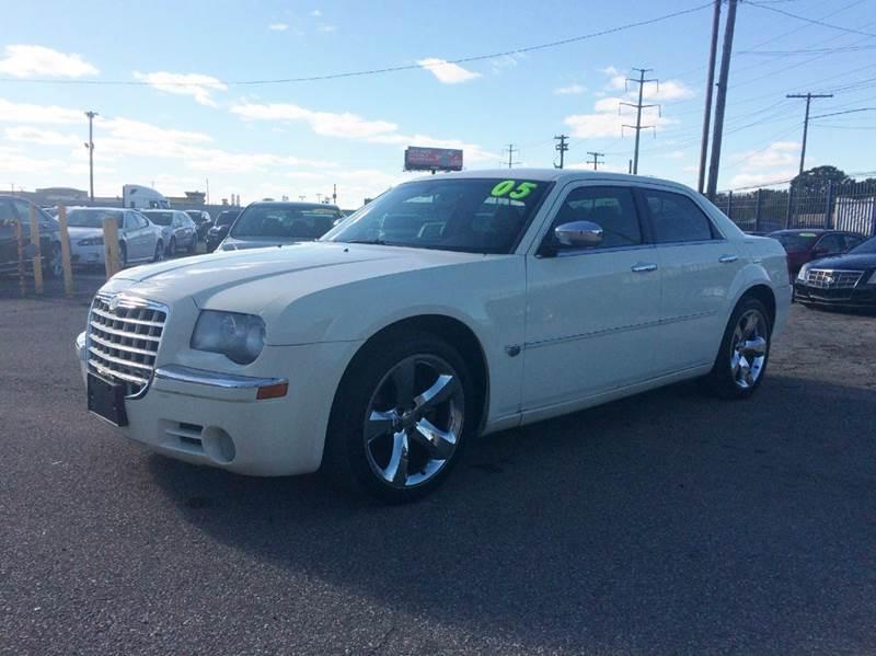 2005 Chrysler 300  Miles 198430Color Cream Stock 514F VIN 2C3JA63H35H595004