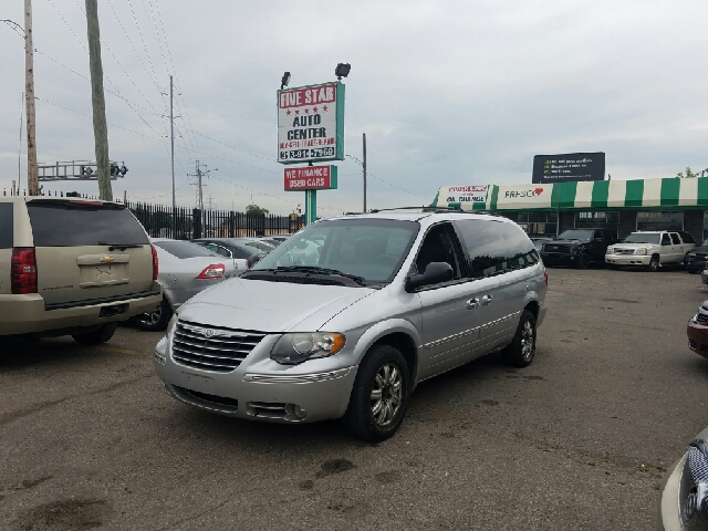 2005 chrysler town and country touring 4dr extended mini van in detroit mi five star auto center. Black Bedroom Furniture Sets. Home Design Ideas