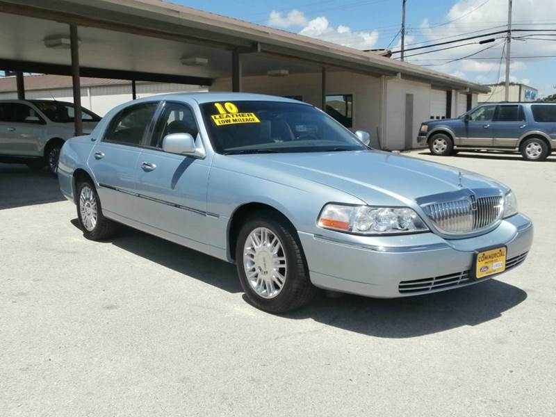 2010 Lincoln Town Car Signature Limited 4dr Sedan In