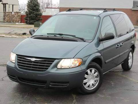 2005 Chrysler Town and Country for sale in Bridgeview, IL