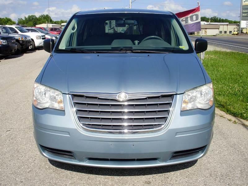 2009 Chrysler Town and Country LX Mini-Van 4dr - Kaiser MO