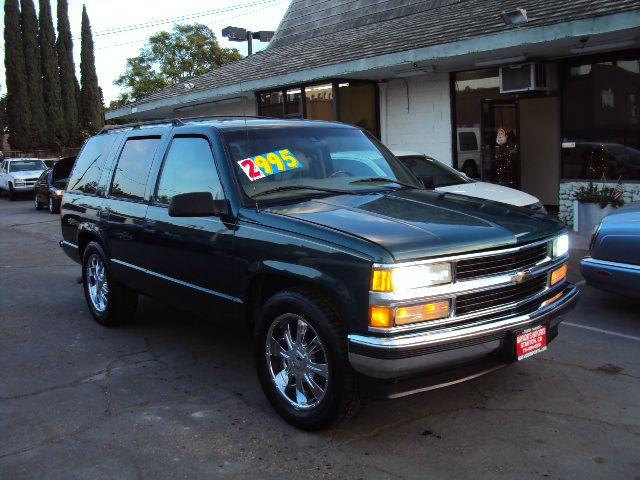 1997 CHEVROLET TAHOE 4-DOOR 2WD green full power leather chrome alloys amfm cd player abs brakes