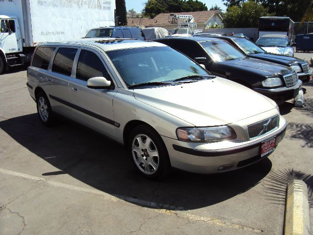 2001 VOLVO V70 T5 pearl sale price 4995 abs brakesair conditioningalloy wheelsamfm radioanti