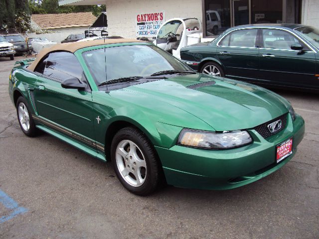 2001 FORD MUSTANG PREMIUM CONVERTIBLE met green air conditioningalloy wheelsamfm radioanti-bra