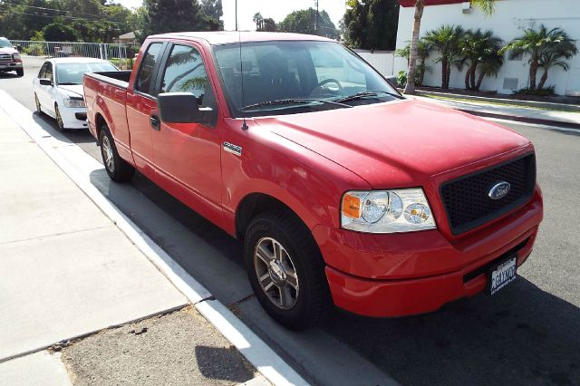 2006 FORD F-150 XLT 4DR SUPERCAB STYLESIDE 65 F red this is a well taken care of ford f150 with o