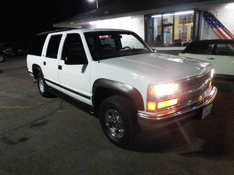 1999 CHEVROLET SUBURBAN K1500 LT 4DR 4WD SUV white recent trade a good transportation vehicle 4 w