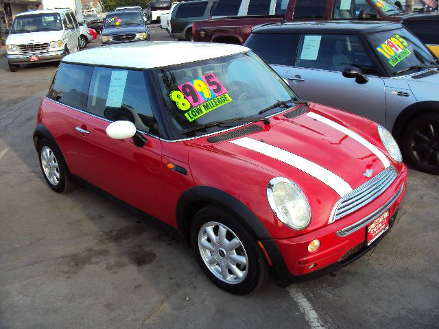 2004 MINI COOPER BASE red this is a clean no accident little gas saver abs brakesair conditioning
