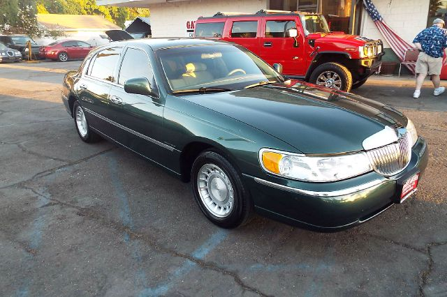2000 Lincoln Town Car for sale in Stanton CA