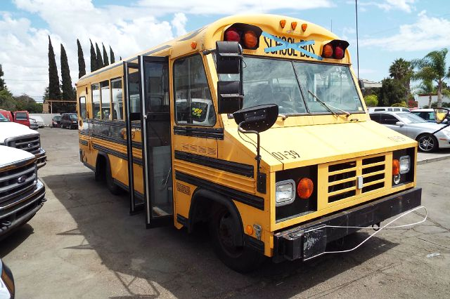 2001 WORKHORSE P45 HANDY BUS SCHOOL BUS yellow 2001 workhorse  handy bus built by blue bird diesel