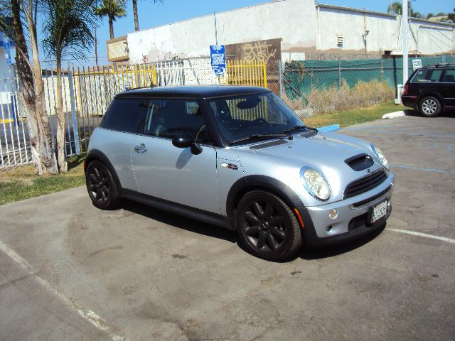 2005 MINI COOPER S silver this is a nice low mile cooper s 6 speed manual with all the bells and w