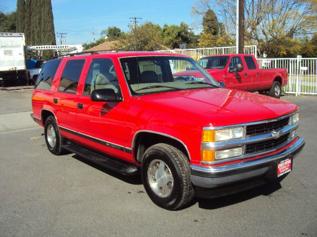 1998 CHEVROLET TAHOE 4-DOOR 2WD red abs brakesair conditioningalloy wheelsanti-brake system 4-