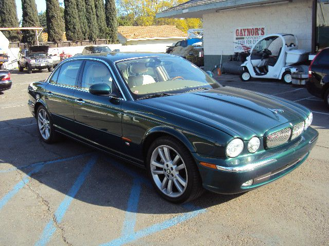 2004 JAGUAR XJR XJR metalic green full power navigation parott bluetooth this is a nice luxury veh