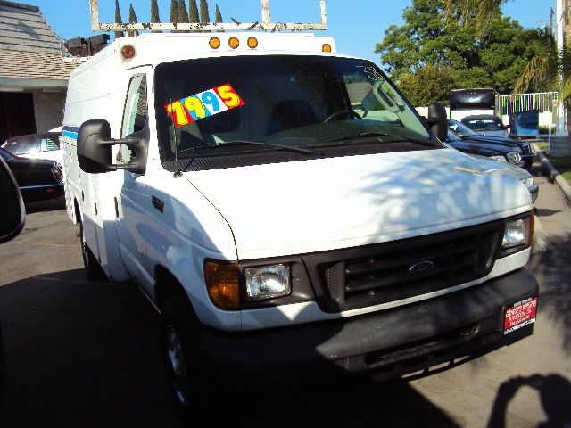 2004 FORD ECONOLINE E-350 SUPER DUTY white 2004 ford e350 enclosed 10ft 7in utility bed double and