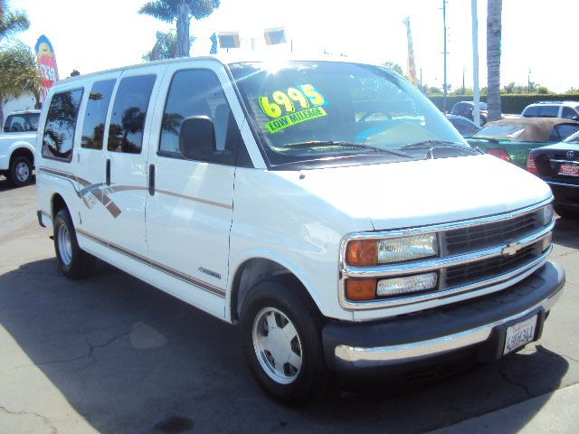 1999 CHEVROLET EXPRESS 1500 CONVERSION white abs brakesamfm radioanti-brake system 4-wheel abs