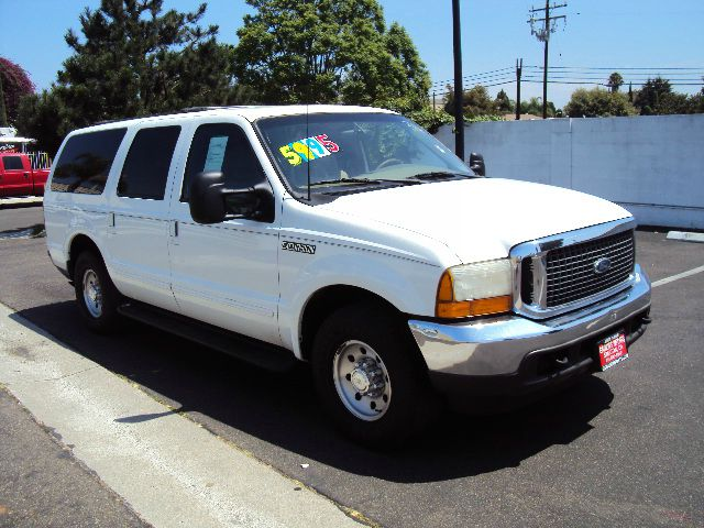 2000 FORD EXCURSION XLT 2WD white xlt model full power with leather and a tow package   sale pric