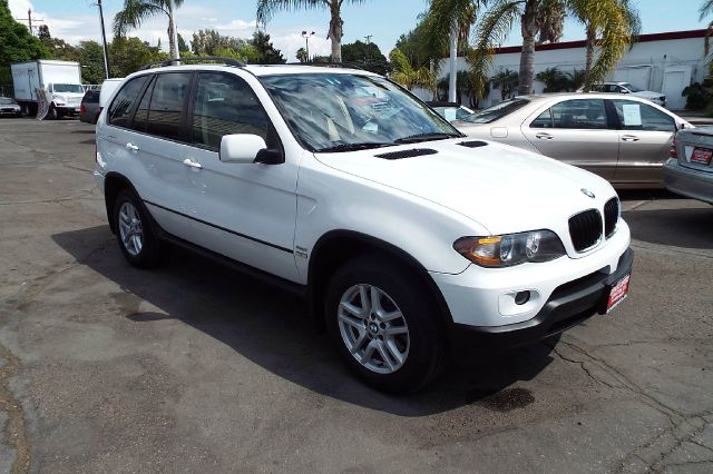 2006 BMW X5 30I AWD 4DR SUV white full size moon roof this is a nice low mile luxury sport utilit
