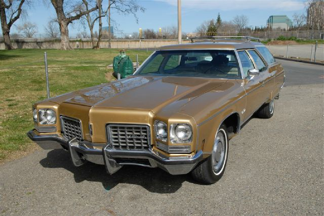 1972 Oldsmobile Custom Cruiser