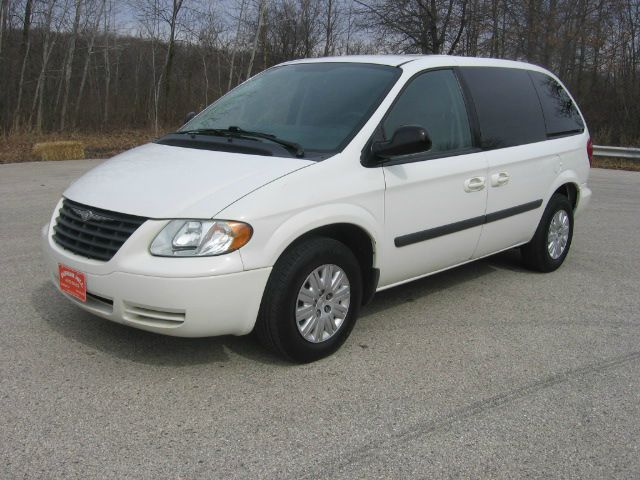 2006 chrysler town and country base 4dr minivan in muskego. Black Bedroom Furniture Sets. Home Design Ideas