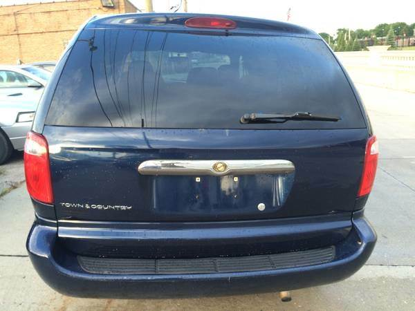2006 Chrysler Town and Country 4dr Mini-Van - Franklin Park IL