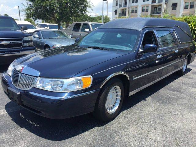 2001 lincoln town car executive 4dr sedan in deerfield. Black Bedroom Furniture Sets. Home Design Ideas