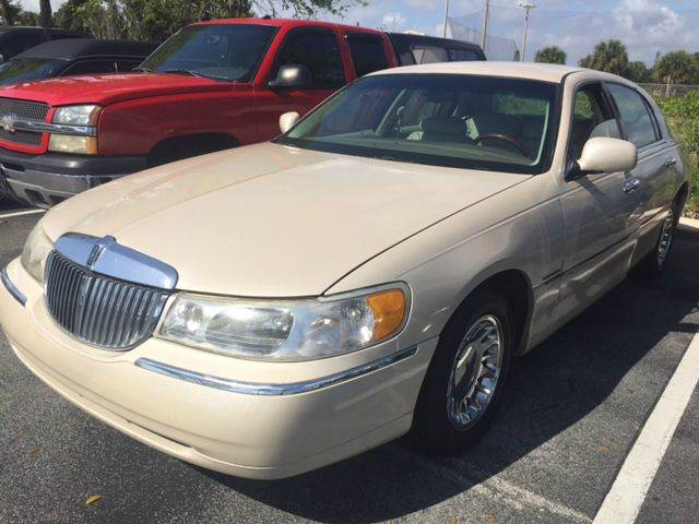 2000 lincoln town car cartier 4dr sedan in deerfield beach fl land and sea brokers inc. Black Bedroom Furniture Sets. Home Design Ideas