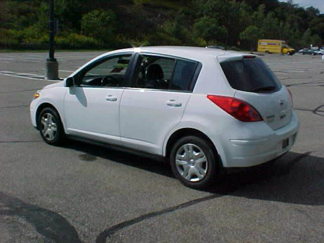 2010 Nissan Versa 1.8 S 4dr Hatchback 4A - Pittsburgh PA