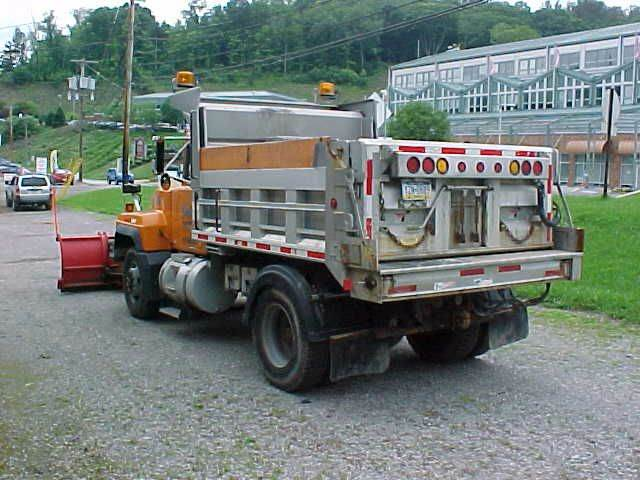 2001 Mack DUMP TRUCK  DUMP TRUCK - Pittsburgh PA