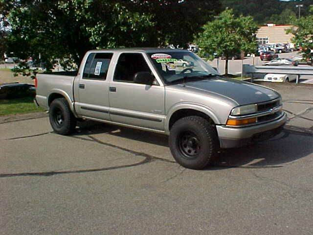 2004 Chevrolet S-10 4dr Crew Cab LS 4WD SB - Pittsburgh PA