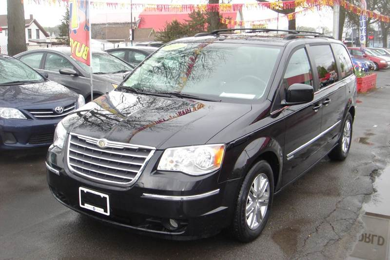 2010 chrysler town and country touring 4dr mini van in herkimer ny midtownautoworldllc. Black Bedroom Furniture Sets. Home Design Ideas