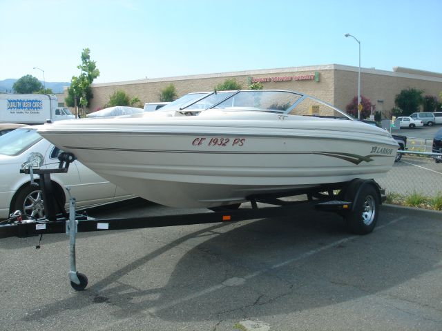 2001 Larson Ski Boat