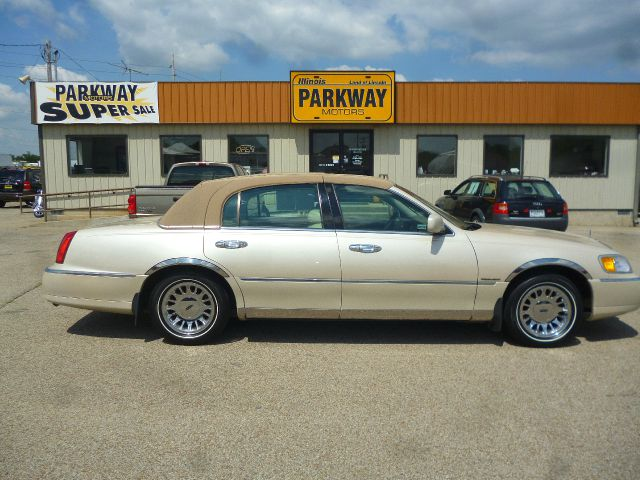 2001 Lincoln Town Car