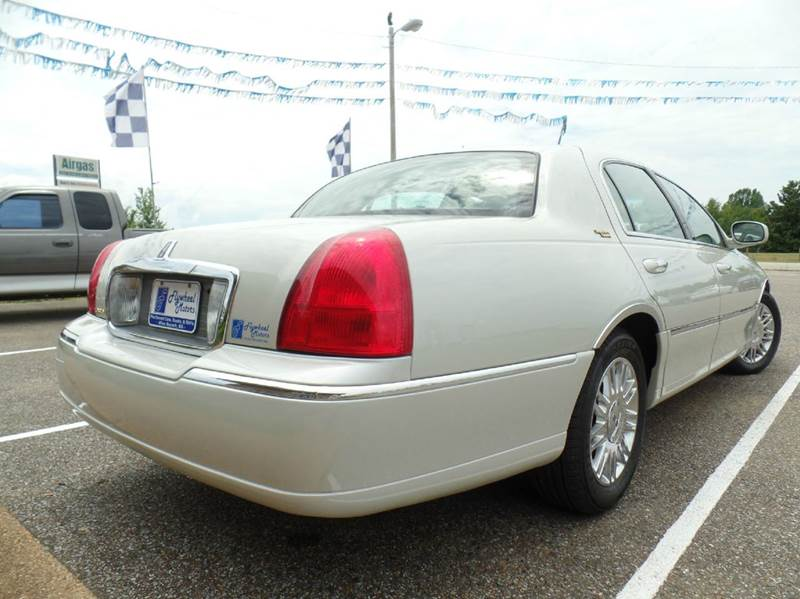 2007 Lincoln Town Car Signature Limited 4dr Sedan - Olive Branch MS