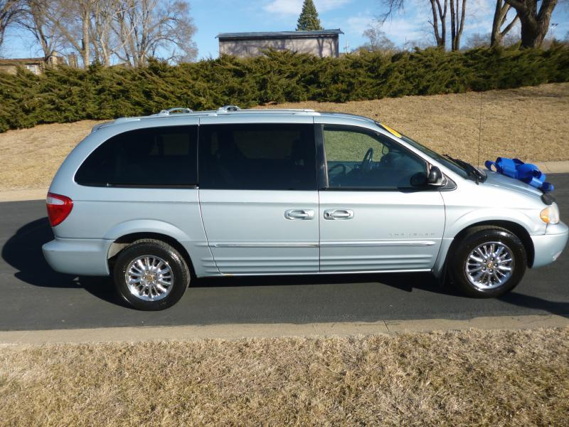 2001 Chrysler Town and Country Limited 4dr Extended Mini-Van - Bellevue NE