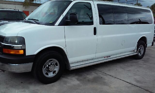 2012 CHEVROLET EXPRESS PASSENGER LT 3500 3DR EXTENDED PASSENGER V white abs - 4-wheel airbag dea
