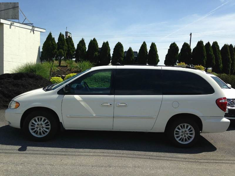 2004 chrysler town and country touring 4dr extended mini van in atglen pa suburban auto sales. Black Bedroom Furniture Sets. Home Design Ideas