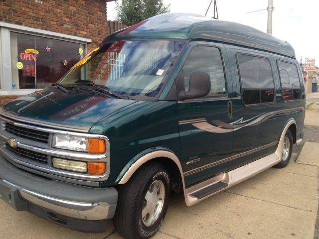 1999 Chevrolet Express for sale in DETROIT MI
