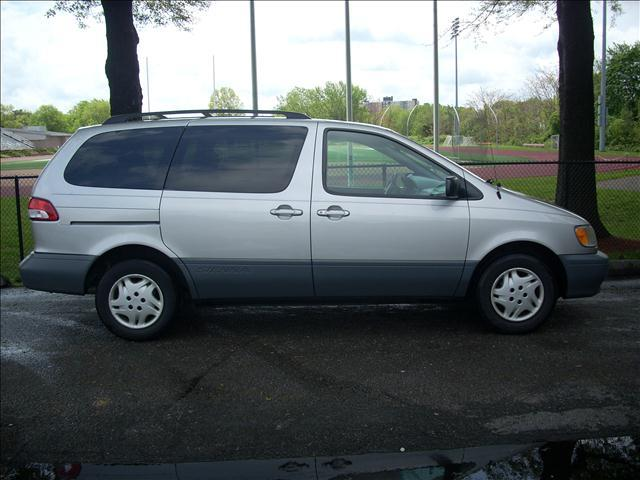 2002 Toyota Sienna LE - Somerville MA