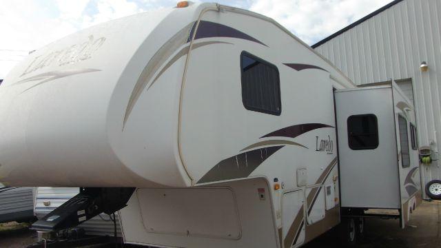2009 Laredo LAR265RL