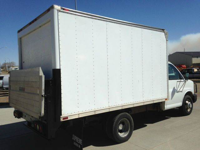 2004 Cube Van Box Truck Chevy Lift Gate, EXC Condition  - Bismarck ND