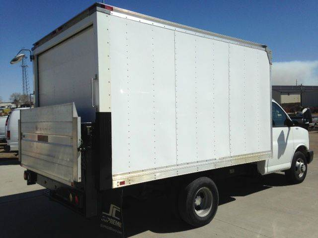 2009 Cube Van Box Truck Chevy Lift Gate LOW Miles