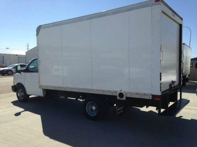 2014 Cube Van Box Truck Low Miles Factory Warranty & E